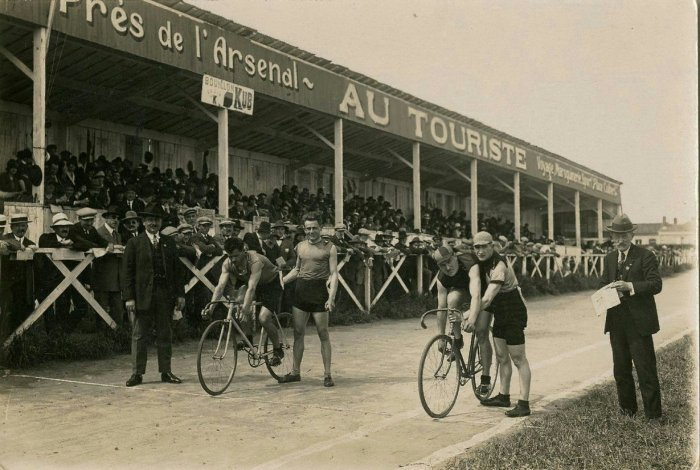Projection «La course au village»